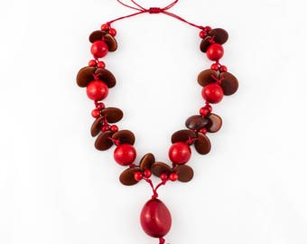 Adjustable Red Long Tagua Nut Jewelry Necklace for Woman Elegant Modern Upscale Casual Chunky Tagua Necklace Eco-friendly Necklace for Women
