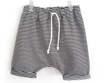 Jersey harem shorts black and white Pinstripe