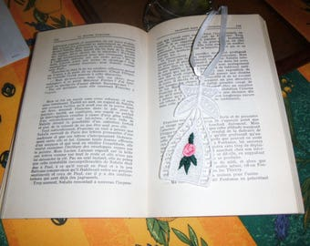 """Original bookmark made of a lace pattern """"Flower"""""""