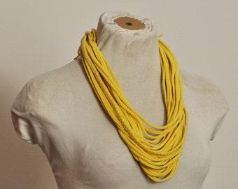 Recycling T-Shirt-Halskette-gelb geflochten
