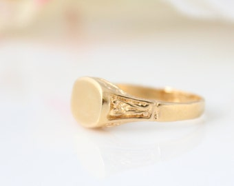 Personalized monogram ring • Gold signet ring • Custom gold ring • Initial ring • Name ring • engraved ring