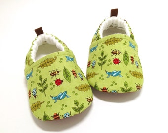 Bug Baby Shoes, Soft Sole Baby Shoes, Green Baby Booties, Toddler slippers, Cloth Baby Shoes, Baby Shower Gift, Baby Gift