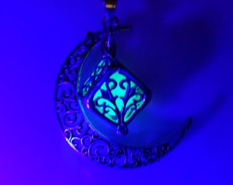 Free, Glowing Necklace , Glow in the dark necklace , Heart Necklace , Heart Locket , Glow in the dark jewelry