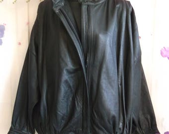 Black leather bomber/batwing sleeve style jacket,elasticated waist,zip front.size XL