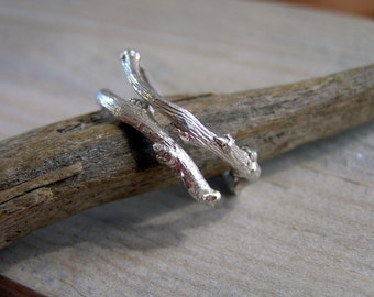 Sterling silver twig ring. Botanical jewelry. Elvish sterling silver twig ring. Handcrafted sterling silver branch ring.