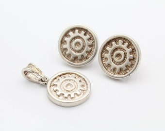 Mexican Sand-Cast Earring and Pendant Set With Sun Motifs in Sterling Silver. [7354]
