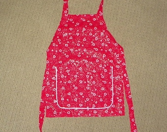 Childs A Apron Hearts and Swirls Fits Sie 5-6