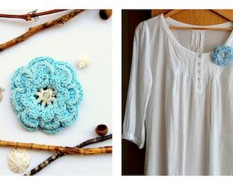 Flower  crochet brooch light blue rocallies