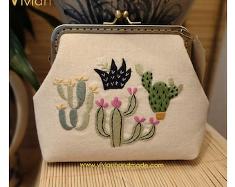TT18.3009 Hand embroidered clutch