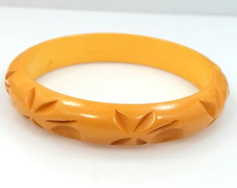 1940's Butterscotch Bakelite Carved Bangle Bracelet