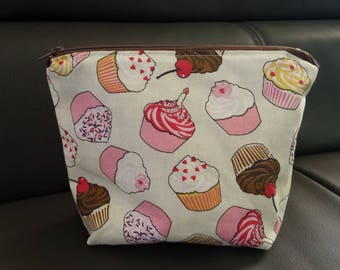 Large lined case, pattern cupcakes