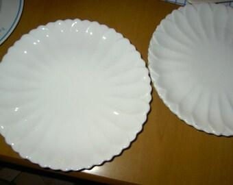 6 white ceramic dishes