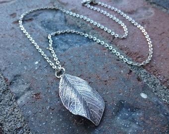 Leaf Dark Silver Necklace