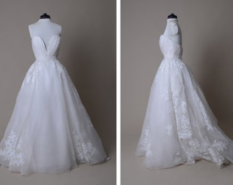 Hand painted wedding gown ; Sweetheart corset bridal