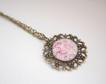 Cabochon roses necklace