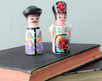 Vintage Hungarian Salt and Pepper Shakers Painted in Kalocsa Traditional Clothing Hungary Ethnic Boho Bohemian Folk Art