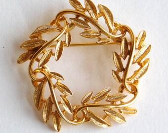 Vintage Napier Goldtone Brooch or Glasses Ring - Glasses Brooch - Brushed Texture Goldtone Glasses Hanger Pin - Signed Wreath Brooch