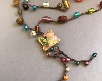 Gardener's necklace with square bee bead