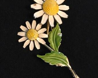 Vintage Usner daisy brooch