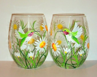 Hummingbirds and Daisies Hand Painted Stemless Wine Glasses White Daisies Set of 2 -21 oz. Stemless Wine Glassware Spring Time Daisies Green
