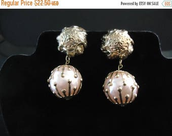 ON SALE Vintage Pink Chunky Clip On Earrings Retro Collectible Costume Jewelry