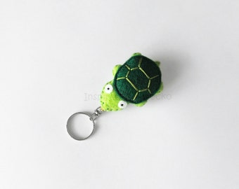 Turtle felt keychain, cute keychain plush, gift idea for pet lovers, stuffed green tortoise, felt accessory for her