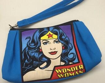 Wonder Woman Wristlet w/Removable Wristband_Teal