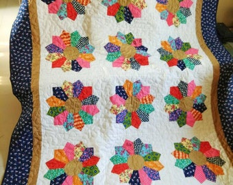 Dresden plate quilt,  Handmade quilt,  Homemade quilt,  classic patchwork quilt,  Heirloom Quilt,  twin quilt,  bed spread,  throw quilt