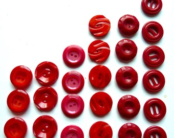 Different lots of bright red, red buttons Carmine pink, some vintage, plastic opaque diameter 1.7 cm to 2 cm