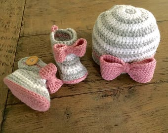 Sweet set baby hat and booties Romantic baby shower gift Kraamkado in 3 colour theorems