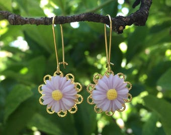 Light Purple Daisy Flower Earrings // Wedding, Bridesmaid, Prom Jewelry // Best Friend Gift Idea // Summer Jewelry
