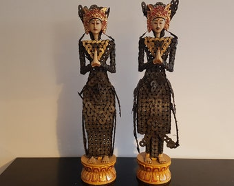Couple of Balinese statues made of wood and pieces. Height 64 cm.