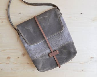 Waxed Canvas Purse / Crossbody Bag / Wool Purse / Women's Purse / Waxed Canvas Bag / Small Purse / Waxed Canvas Crossbody Bag