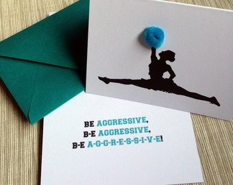 """Cheerleader Silhouette mit Pom Poms - inspirierende Ermutigung-Grußkarte """"Aggressiv sein"""""""