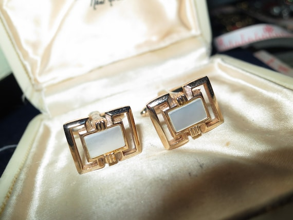 Vintage men's goldtone mother of pearl cufflinks