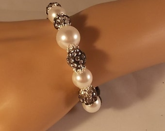 Women's Black and White Pearl Stretch Bracelet