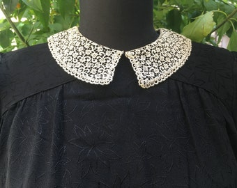 Gorgeous black silk dress with lace collar of the 40's
