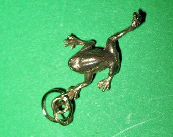 1980s Tiny Frog Pendant, Silver or Silver Tone Metal Frog, Vintage Frog Pendant, Frog Jewelry, One Inch Frog, Frog Charm, Silver Frog Charm