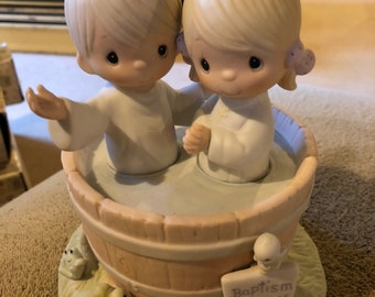"Precious Moments Figurine - E-7165 ""Let the whole world know"""