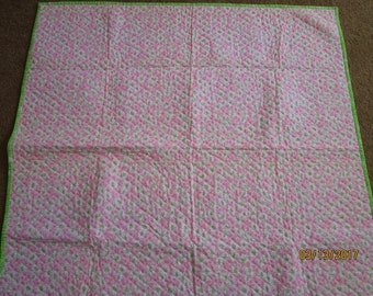 Think Spring baby quilt.  Lay your baby on a blanket of daisies!