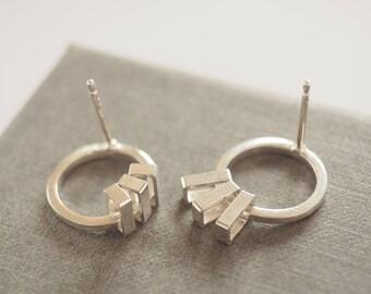 Small circle kinetic stud earrings