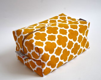 Baby diaper pouch, toiletry bag, travel bag, box pouch, cosmetic case, diaper case, accessory bag, zipper pouch.