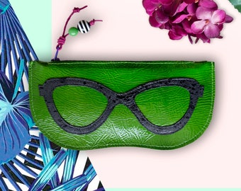 Leather sunglasses case or beauty pouch with contrast appliqué and 2 acrylic beads attached to the pull zipper