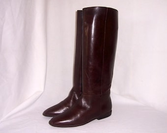 Sz 7.5 B Vintage Tall Chocolate Brown Genuine Leather 1980s Women Unisa Flat Riding Boots.