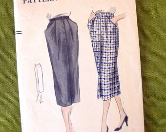 1950s Vintage VOGUE Sewing Pattern / Vogue 7203 / Slim PENCIL SKIRT / Button Front Skirt with Pockets / 25 Waist