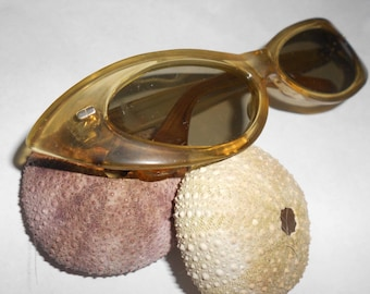 "Atomic Lucite Cat Eye Rockabilly ""Man Sized"" Sunglasses Chic Exaggerated Cat Eye Frames Original Mad Men Vintage Applesauce Lucite"