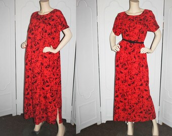Vintage 1960's Hawaiian Dress Mu'u Mu'u. Red and Black Floral with Gold Accents. Medium to Large.