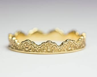 14K Gold Crown Ring, Lace Crown Ring, Yellow Gold Crown Band, Crown Wedding Band, Crown Wedding Ring, Stacking Crown Ring, Crown Band