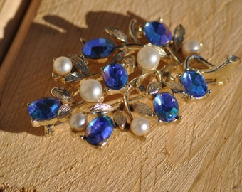 Vintage Listner Blue Rhinestone, Faux Pearl Gold Tone Leaf Brooch Pin, Signed Brooch