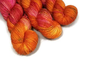 Hand Dyed Yarn 'Luau' - Sock Weight Tonal Speckled Yarn - 463yd/100g of 75/25 Merino/Nylon Superwash Pink and Orange Yarn and Green Speckles